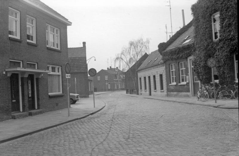 000300 Hoenderstraat richting Deken Thielenstraat