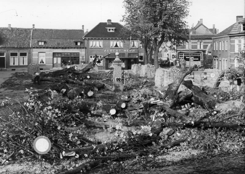 000500 De bomen op de Grote Markt gekapt