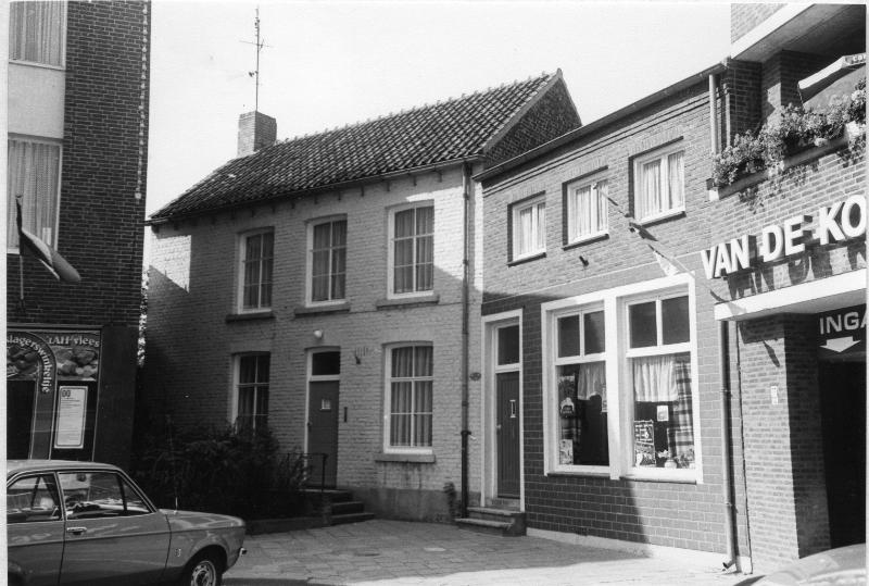 000600 Het huis (met trapjes) van kapelaan Heymans
