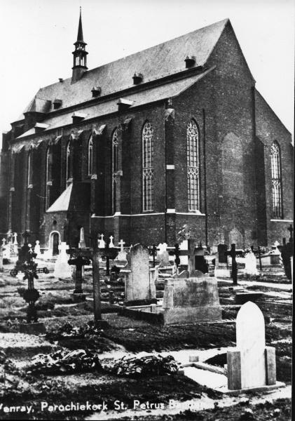 001100 Het kerkhof bij de grote kerk