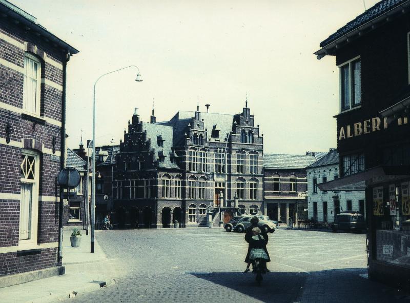 001200 Het raadhuis, gezien vanuit de Marktstraat
