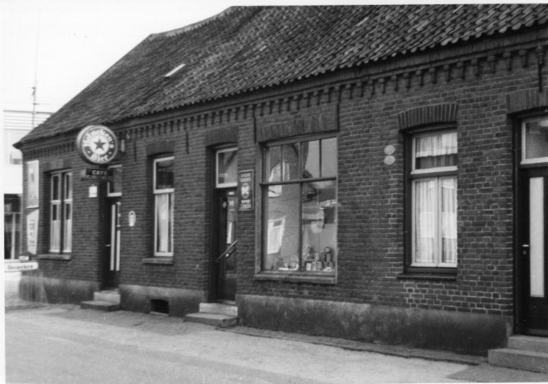 001700 Café aan Merseloseweg op hoek met Langeweg