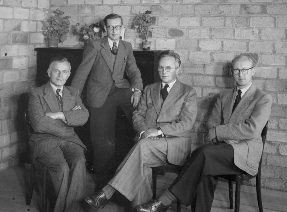 eerste team van nieuwe Dr.Poelsschool: v.l.n.r. Janssen, Clephas, Janssen en Theeuwen
